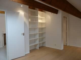 AMENAGEMENT COMBLES Chambre minimaliste par CGDESIGN Minimaliste