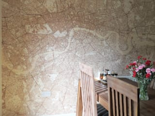 Custom Map Wallpaper Comedores de estilo clásico de Wallpapered Clásico