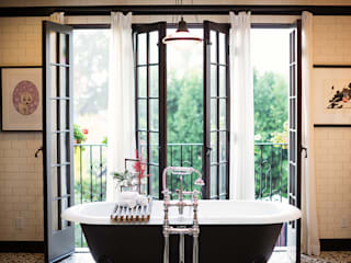 Drummonds Case Study: Loz Feliz Retreat, California от Drummonds Bathrooms Средиземноморский