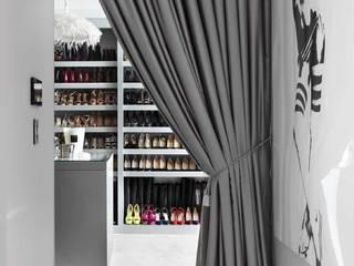 DRESSING ROOM Closets modernos por Iggi Interior Design Moderno
