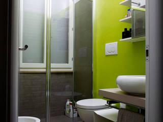 Scandinavian style bathroom by Lorenzo Rossi | Architetto Scandinavian