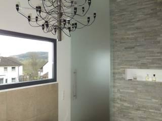 Bad Moderne Badezimmer von Innenarchitektur Schucker & Krumm Modern