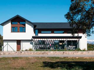 Fachada principal Casas de estilo moderno de Canexel Moderno