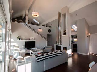 Salón a doble altura: Salones de estilo  de Canexel