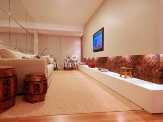 Apartamento 902: Salas multimídia  por Neoarch,