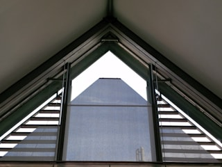 Bankgebäude Echterdingen -- innenliegender Sonnenschutz Sonderform-Trapez ah-rol Folienrollosysteme UG (hb) Moderne Bürogebäude