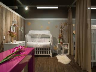 upa bebê: Lojas e imóveis comerciais  por Craft-Espaço de Arquitetura