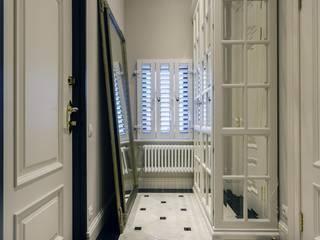 Объект №3 Коридор, прихожая и лестница в классическом стиле от KM Studio Классический
