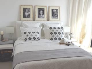 Ambiance chambre- nuances de gris et blanc:  de style  par MAISON D'ETE
