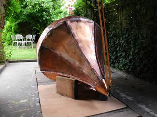 Die Entstehung eines kleinen Kupferdaches. Garten im Landhausstil von Kaiser-Auftragskunst Landhaus