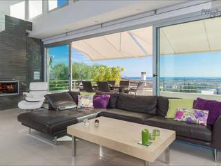 Living room by Hansen Properties,