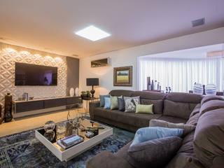 Apartamento em Cascavel: Salas de estar  por Evviva Bertolini