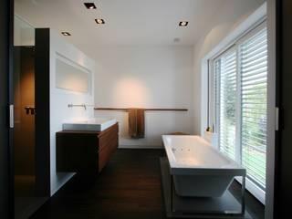 Baños de estilo moderno de DG/D Architekten Moderno