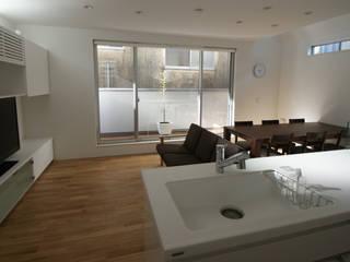 株式会社 建築集団フリー 上村健太郎 Modern walls & floors