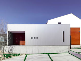 東側外観1: 有島忠男設計工房が手掛けた家です。