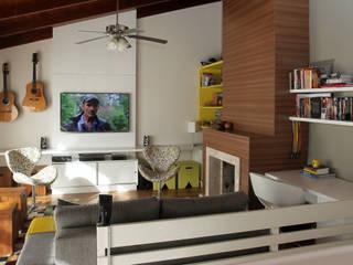 Cobertura Colorida Salas de estar modernas por Quadrilha Design Arquitetura Moderno