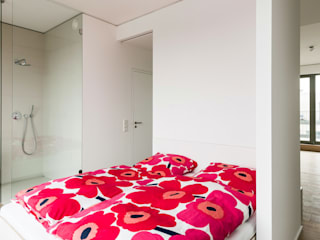 Minimalist bedroom by Möller Mainzer Architekten GmbH Minimalist