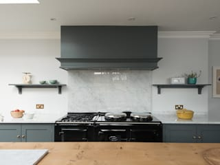 The Hampton Court Kitchen by deVOL deVOL Kitchens Classic style kitchen