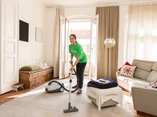 Moderne woonkamers van Helpling gmbH Modern