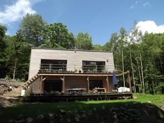 Maison de vacances à Cerfontaine: Maisons de style de style Moderne par QUENTIN GOULARD ARCHITECTURE