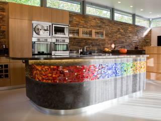 Frise sur meuble central de cuisine:  de style  par Art Mosaico