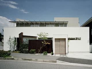 Дома в стиле модерн от 和泉屋勘兵衛建築デザイン室 Модерн