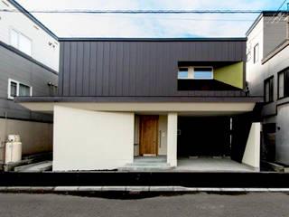 -モビリティハウスの試み- 3世代女子のための車椅子対応住宅: アウラ建築設計事務所が手掛けた一戸建て住宅です。,モダン