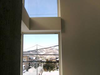 角地にたつ住宅: アウラ建築設計事務所が手掛けた和室です。,オリジナル