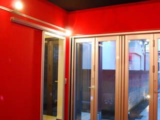 下北沢の家: 奥村召司+空間設計社が手掛けた子供部屋です。,