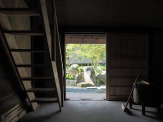 Сад в азиатском стиле от 和泉屋勘兵衛建築デザイン室 Азиатский