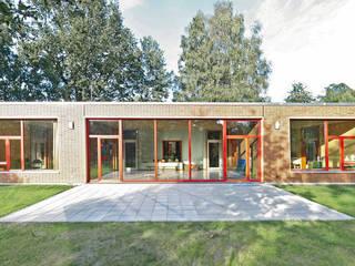 Forscherkindergarten Apfelbäumchen:  Schulen von Winkens Architekten