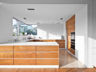 Cocinas de estilo moderno por Corneille Uedingslohmann Architekten
