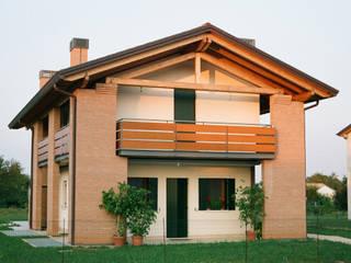 Vista ovest: Case in stile in stile Moderno di Studio architetto Mauro Gastaldo