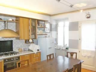 Immobiliare Brescia: Cucina in stile in stile Rustico di Abitar.e