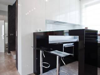 Apartament Orange : styl , w kategorii Kuchnia zaprojektowany przez KLIFF DESIGN,