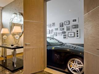 Garage View モダンデザインの ガレージ・物置 の RBD Architecture & Interiors モダン