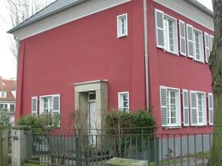Fassade: klassische Häuser von Klaus Hollenbeck Architekten