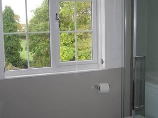 Bathroom Window de A1 Lofts and Extensions Clásico