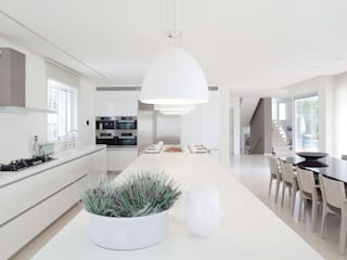 modern Kitchen by RAIZ QUADRADA