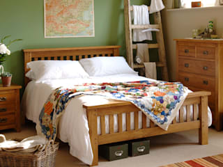 Oakland 4ft 6 Double Bed:  Bedroom by The Cotswold Company