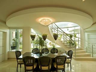 Dining room by Arquiteto Aquiles Nícolas Kílaris
