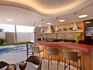 Piscinas de estilo  por Designer de Interiores e Paisagista Iara Kílaris
