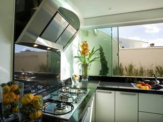 Kitchen by Arquiteto Aquiles Nícolas Kílaris, Modern