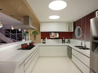 Designer de Interiores e Paisagista Iara Kílaris Modern kitchen