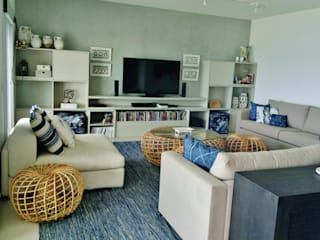 Living room by Kika Prata Arquitetura e Interiores.