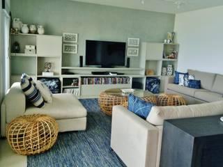 Living room by Kika Prata Arquitetura e Interiores., Eclectic