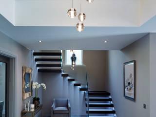 Floating staircase with frameless glass balustrade by Railing London Ltd Сучасний