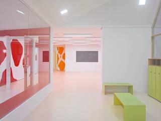 """Kindertagesstätte """"Kita Chamäleon"""", Münster Moderne Schulen von hartig I wömpner architekten BDA Modern"""