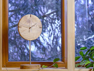 "Clock with brushed and oiled oak ""IO"" Meble Autorskie Jurkowski Vestíbulos, pasillos y escalerasAccesorios y decoración"