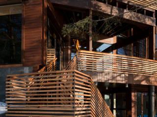 Дом «Веер» Балконы и веранды в эклектичном стиле от Название Эклектичный